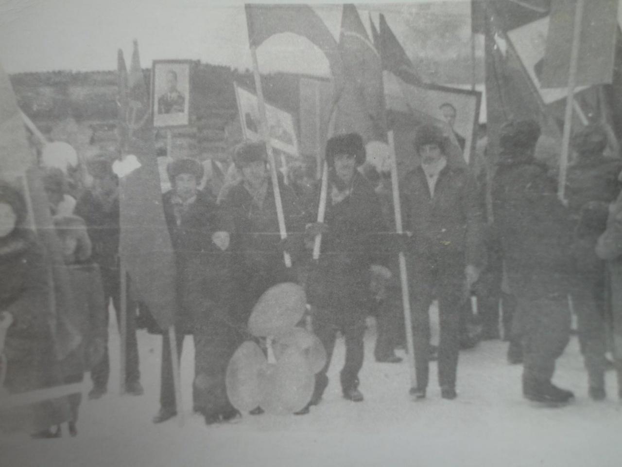 Узел связи на ноябрьской демонстрации , конец 80х