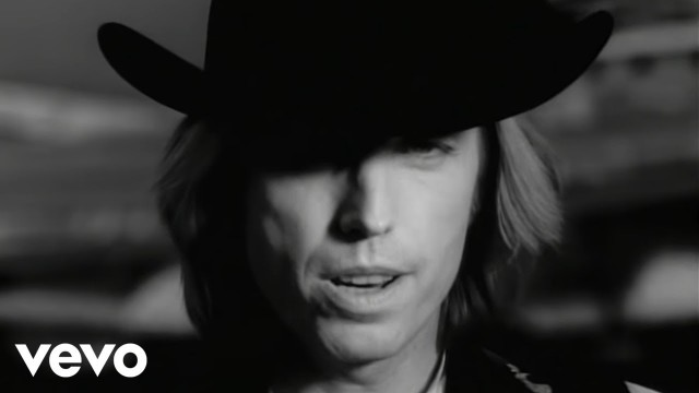 Tom Petty - Learning To Fly (Official Music Video)